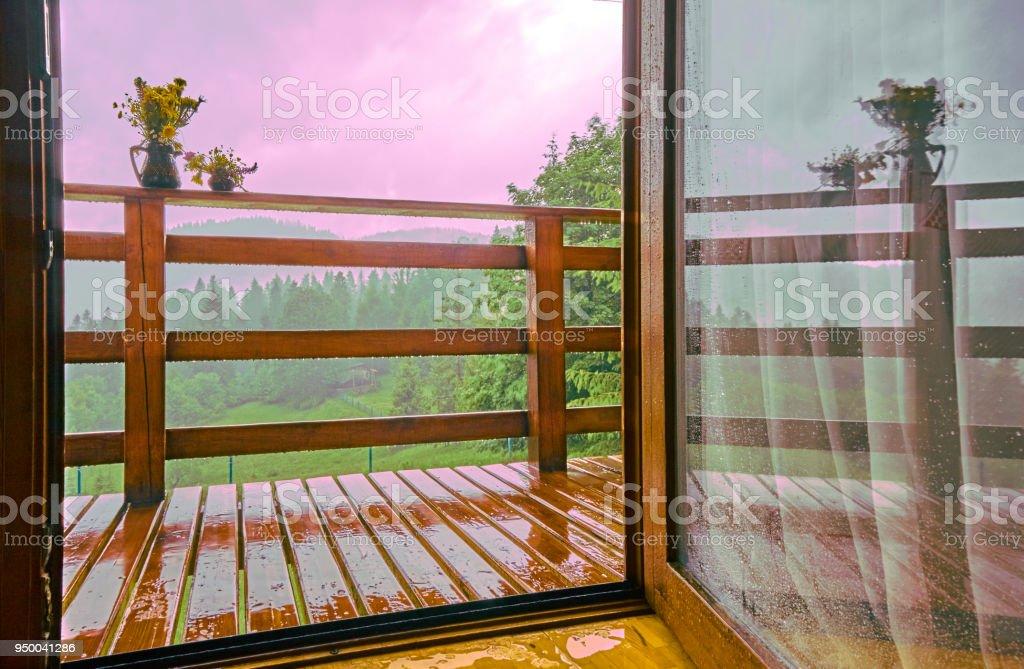 Vista Desde La Terraza Del Balcón De Madera Del Paisaje De