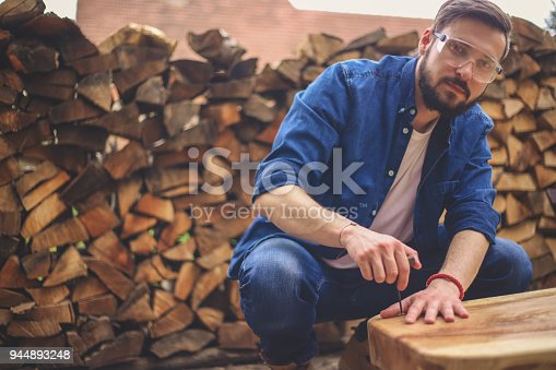 530997702istockphoto Carpenter and table 944893248