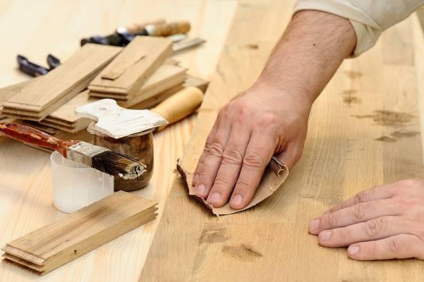 carpenter hands at work polishing wood - schmirgelmaschine stock-fotos und bilder