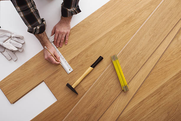 carpenter installing a wooden flooring - construction workwear floor bildbanksfoton och bilder