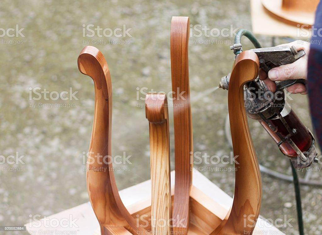 Tischler ist auf Hocker von Lack – Foto