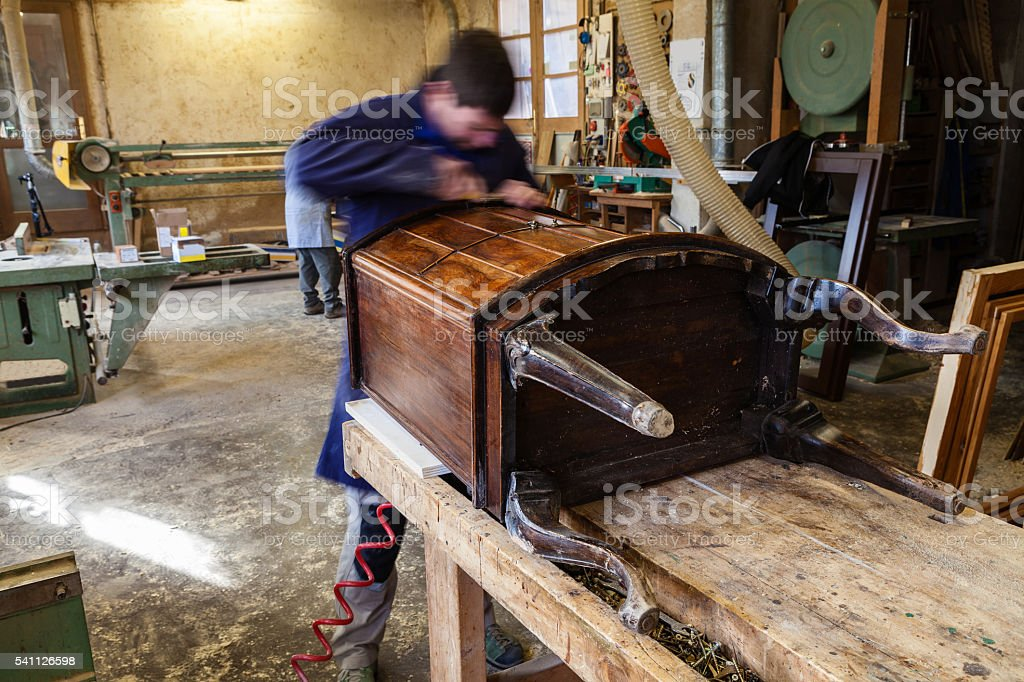 Carpenter restoring Wooden Furniture in his workshop – Foto