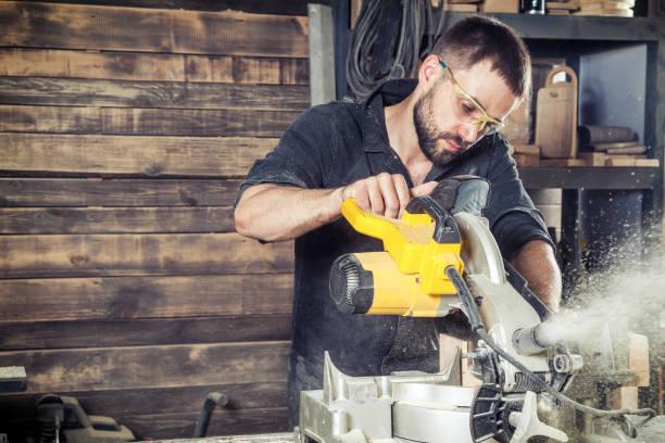 marangoz modern bir daire testere testere stok fotoğrafı