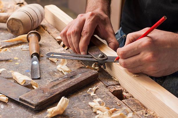 carpenter die messung - schreiner stock-fotos und bilder