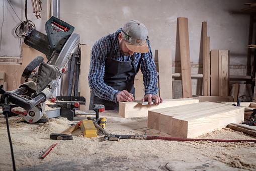 Tischler Arbeiten Mit Holz Stockfoto und mehr Bilder von Alt