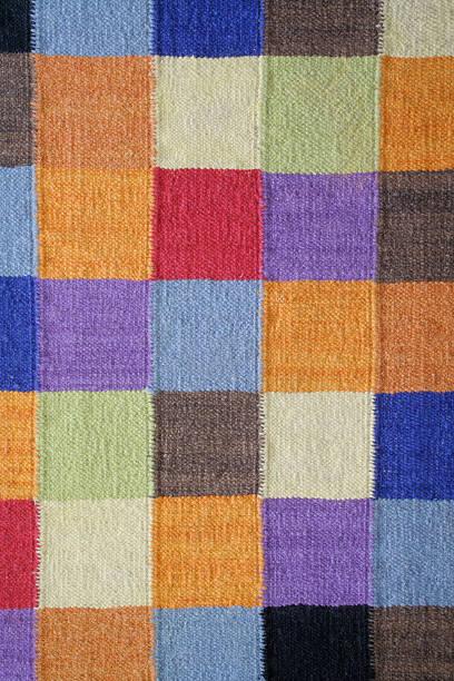 teppich teppich aus gewebtem textil moderne square color-block-muster - teppich geometrisch stock-fotos und bilder