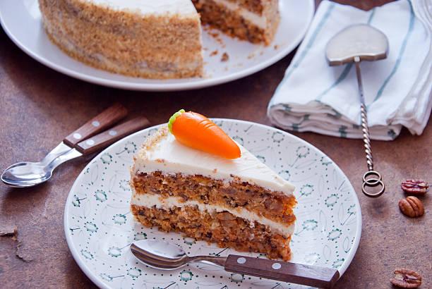carrot cake - zimt pekannüsse stock-fotos und bilder