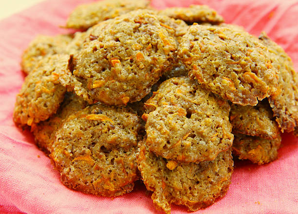 carrot cookies on cloth close up photo - karotten plätzchen stock-fotos und bilder