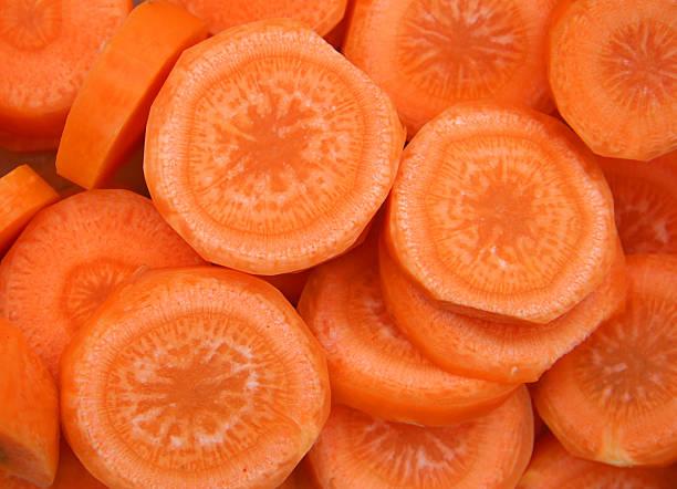 fatias de cenoura - cenoura imagens e fotografias de stock
