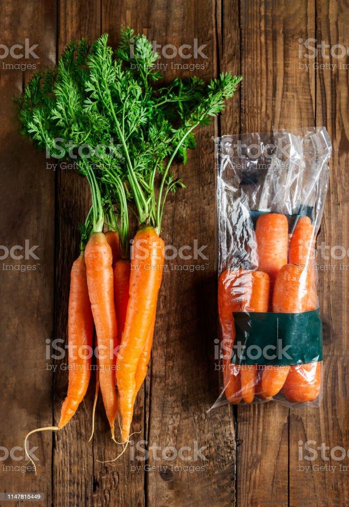 Carrots in plastic bag VS NO bag. Choose less plastic when buying...