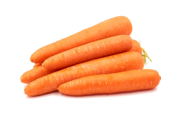 Cenouras isoladas no fundo branco - foto de acervo