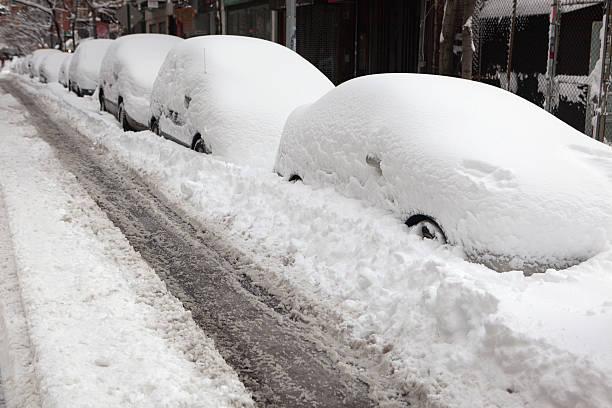 cars and streets covered in snow - snötäckt bildbanksfoton och bilder