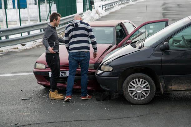 bilar kollision - krockad bil bildbanksfoton och bilder