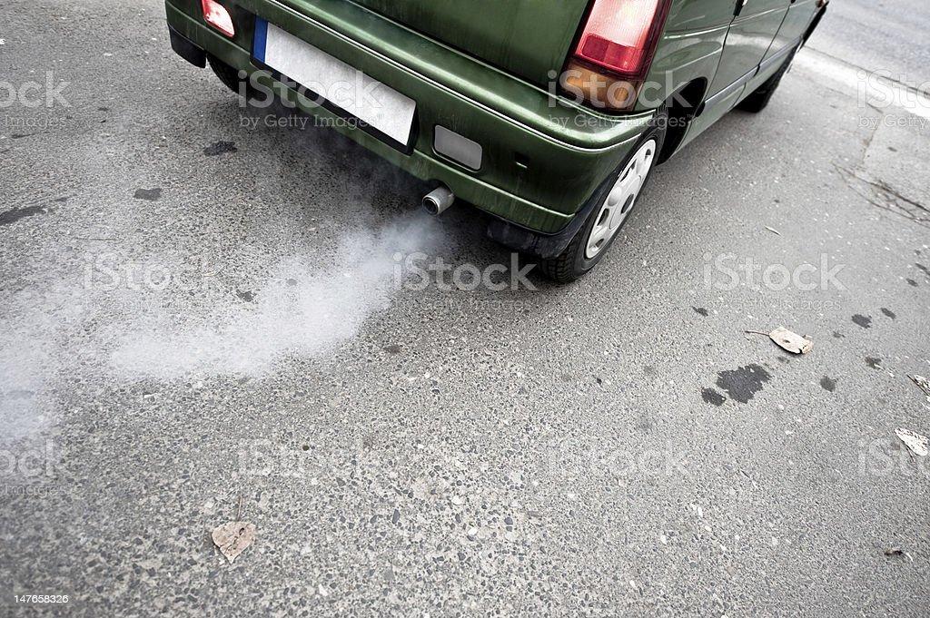 Auto der Auspuff – Foto