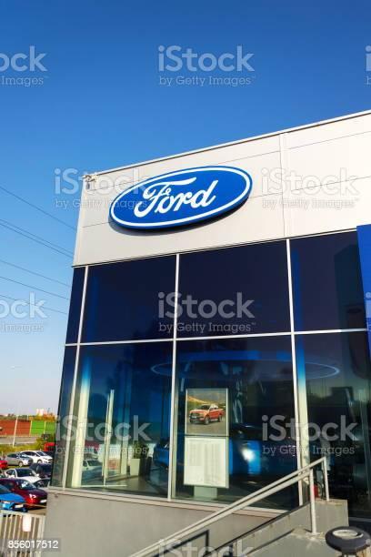 Cars in front of ford motor company dealership building picture id856017512?b=1&k=6&m=856017512&s=612x612&h=rdqffshmv8gspbi8vzjh3qdaqqlzdb4nxkmodsvgels=