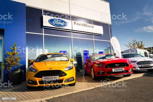 Cars in front of ford motor company dealership building picture id856017636?b=1&k=6&m=856017636&s=612x612&h=adnglrexqdhu0m7h6huhmrq9ebmqrbrm40uf7b9pzci=