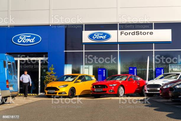 Cars in front of ford motor company dealership building picture id856018172?b=1&k=6&m=856018172&s=612x612&h=ptkszrkrdcehgkckk7w2kad5ljqgw2kjeh9ni6iacny=
