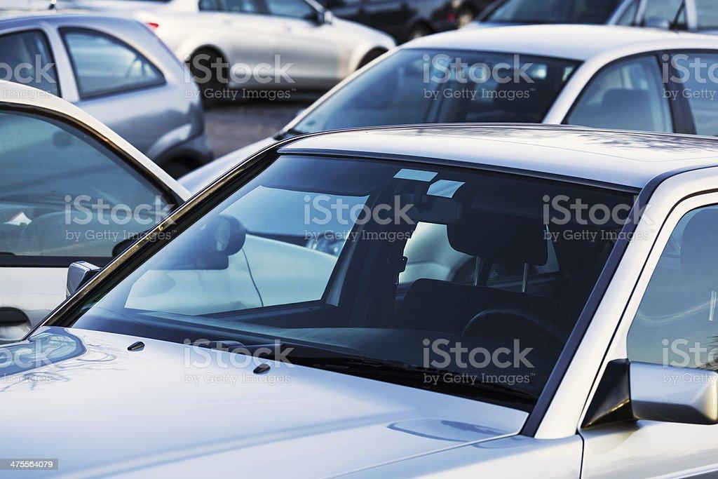 Autos auf einem Parkplatz – Foto