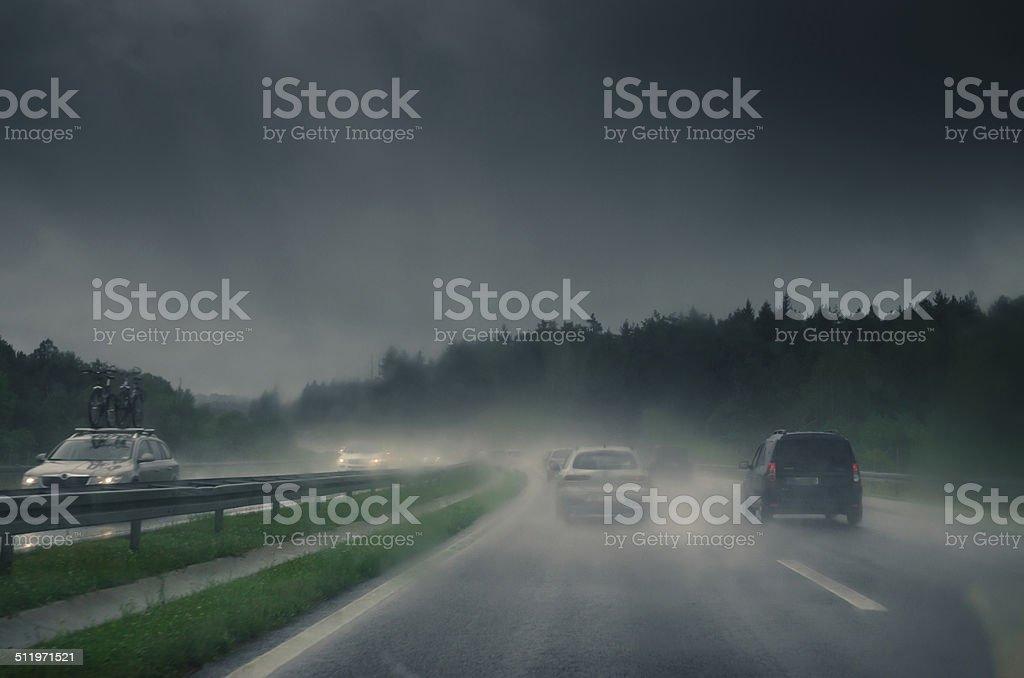 Autos auf einer rutschigen Straße – Foto