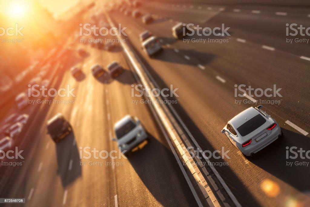 Bilar på motorvägen. bildbanksfoto