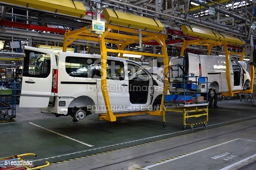 657996382 istock photo Cars on the production line 518532880
