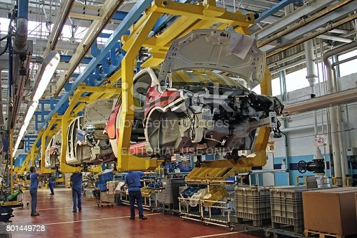 657996382 istock photo Cars on the production line 801449728