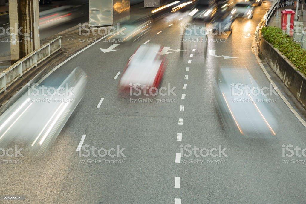 Autos auf der Straße laufen – Foto
