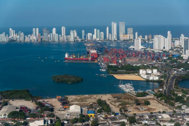 Cartagena Bucht mit modernen Stadt und Handelshafen. Kolumbien – Foto