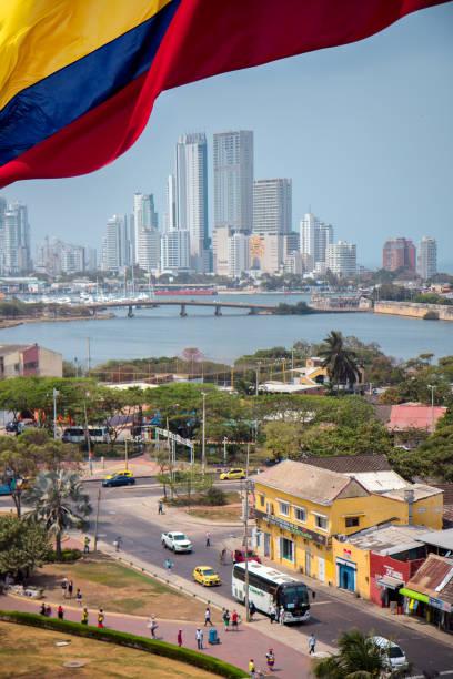 cartagena, colombia - bandera colombiana fotografías e imágenes de stock
