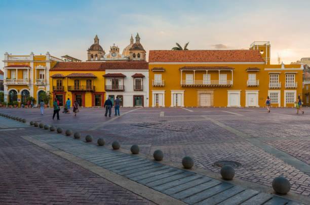 cartagena torget vid solnedgången - walking home sunset street bildbanksfoton och bilder