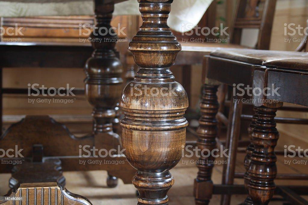 Geschnitzte Holz Tisch, Beine und unterstützt – Foto