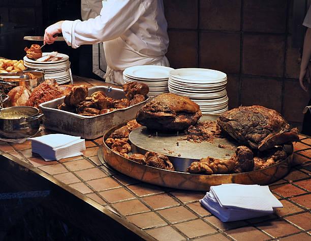 fleischbuffet - tranchieren stock-fotos und bilder