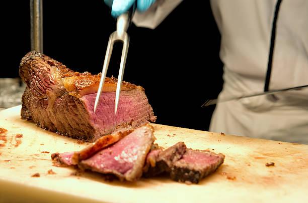 skulptur das prime-rib-steak - tranchieren stock-fotos und bilder