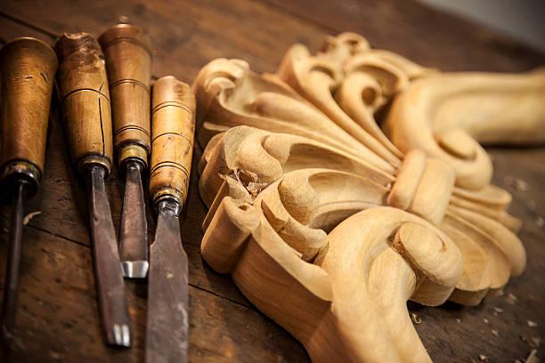 geschnitzte holz-carpenter's meißel - schnitzmesser stock-fotos und bilder