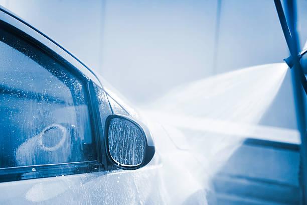 autowäsche mit hohem druck putztuch - dampfreiniger fenster stock-fotos und bilder