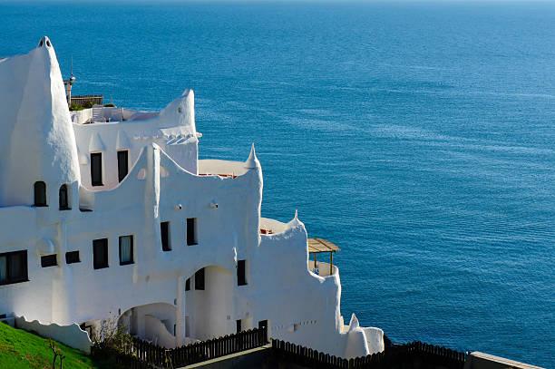 casapueblo, punta del este beach, uruguay - oost stockfoto's en -beelden