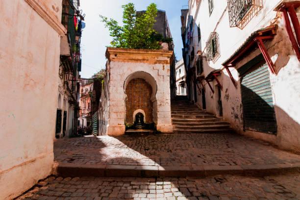 casbah av algiers, smala gator av den gammala staden - kasbah bildbanksfoton och bilder