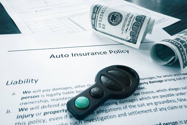 cash and auto insurance policy – Foto