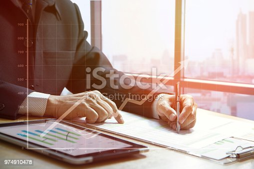 istock Cash flow analysis and business growth 974910478