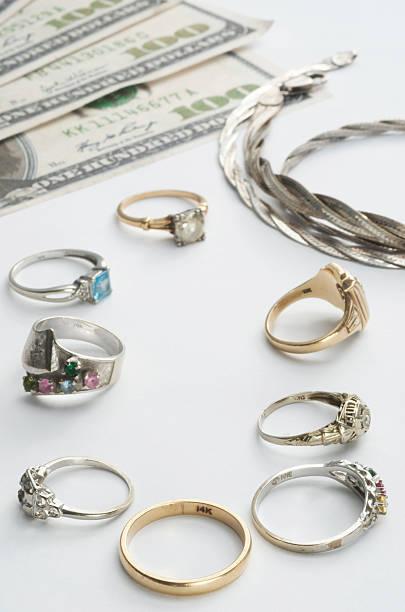 bargeld für gold - halskette weißgold stock-fotos und bilder