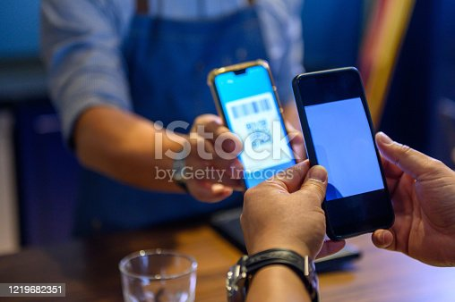 Cashless payment with wireless devices at bar counter
