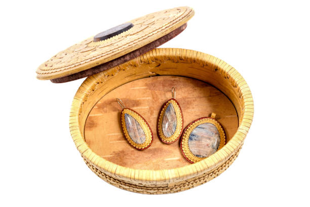 casket from birch bark, medallion and earrings - ohrringe cabochon stock-fotos und bilder