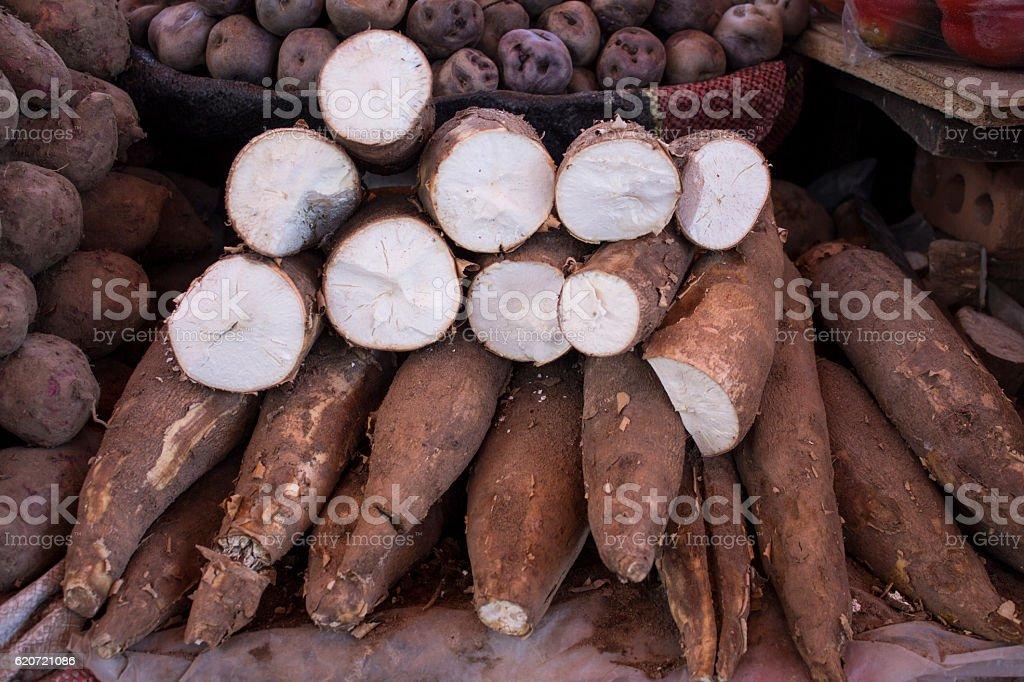 Cassava roots (Yuca) on a market (San Camilo), Arequipa, Peru - foto de acervo