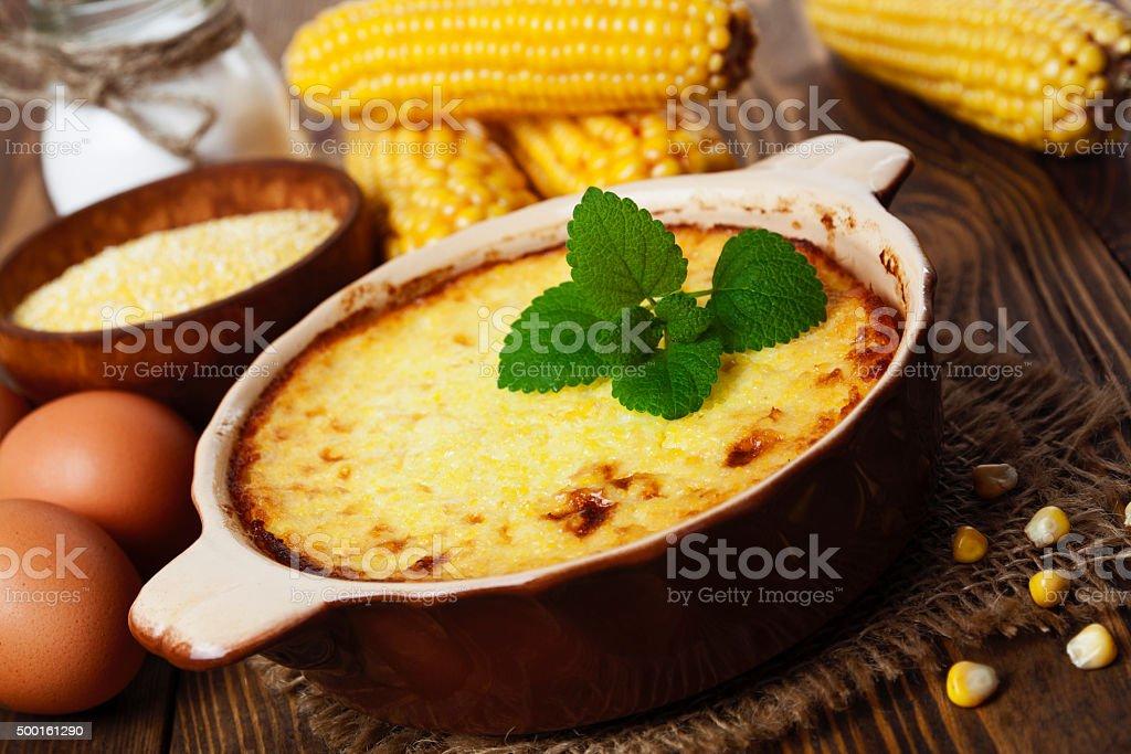 Caçarola de milho groats - foto de acervo