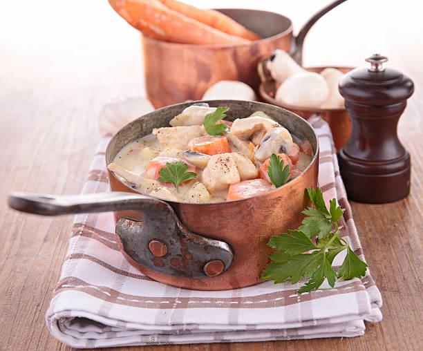 Ragoût en cocotte avec ragoût de légumes et de viande - Photo
