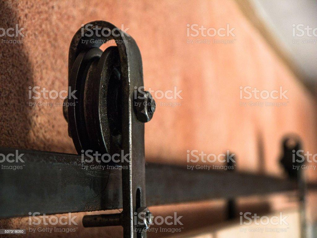 Cast Iron Runner of a Wooden Sliding Door – Foto
