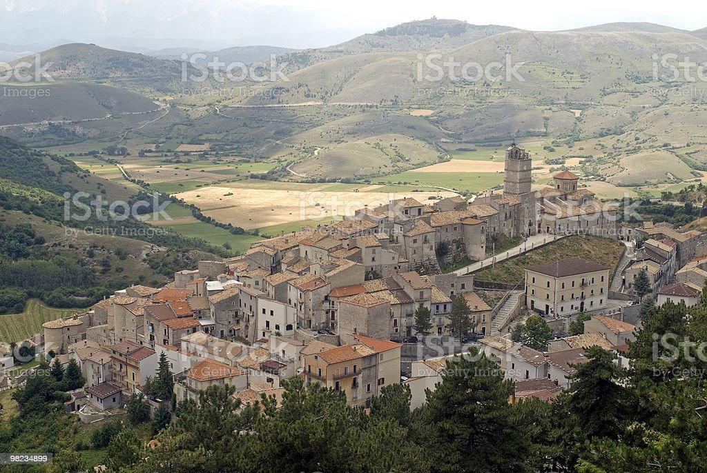Castel del Monte (Abruzzo, Italia), vista panoramica foto stock royalty-free