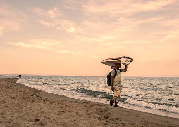 castellaneta marina, taranto, puglia - ambulante foto e immagini stock