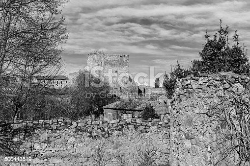 istock Castillo de Puente del Congosto  b/n 500443519
