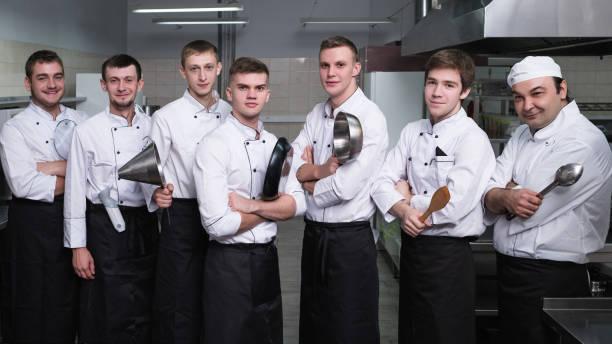 Guss Kochen Wettbewerb selbstbewusste Männer Küche – Foto
